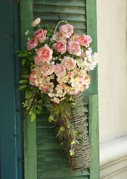 декорация с рози