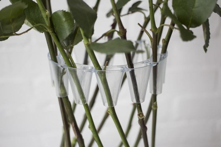 интересна ваза - аксесоар за рози